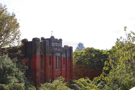 大阪城横のレトロな建物の写真素材 [FYI03121604]