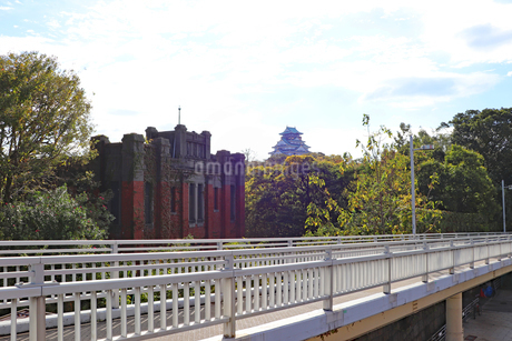 大阪城とレトロな洋館の写真素材 [FYI03121606]