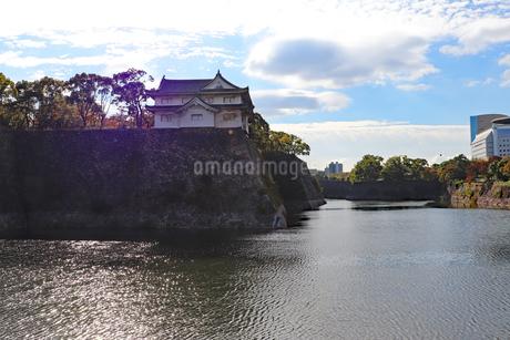朝の大阪城公園の写真素材 [FYI03121614]
