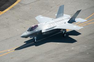 空撮 ライトニングⅡ F-35 ステルス 戦闘機 タキシングの写真素材 [FYI03121740]