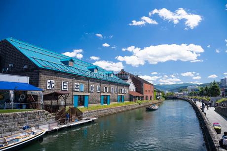 小樽運河と倉庫の写真素材 [FYI03121862]