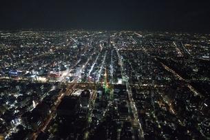 夜景空撮 宝石箱のような 濃尾平野 夜景の写真素材 [FYI03122161]