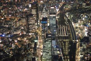 夜景空撮 ターミナル ステーション の写真素材 [FYI03122165]