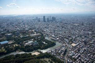 空撮 名古屋城 方面より 名古屋駅ビル群の写真素材 [FYI03122177]