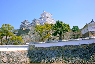 姫路城の連立天守群と石垣の写真素材 [FYI03123013]