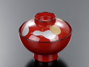 朱塗りの赤いお碗の写真素材 [FYI03123328]