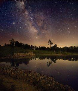 夜空と湖の写真素材 [FYI03123603]