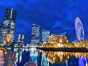 横浜みなとみらいの夜景の写真素材 [FYI03123766]