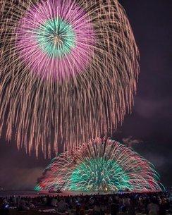 七里御浜の花火の写真素材 [FYI03123777]