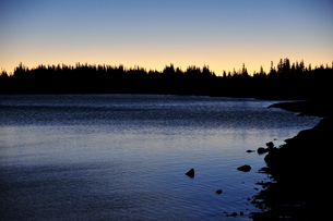 山岳部の湖の夜明け前の写真素材 [FYI03124302]