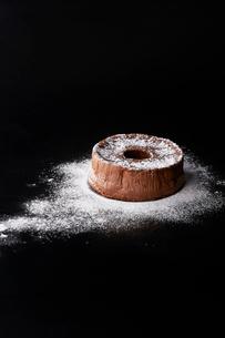 粉糖とシフォンケーキの写真素材 [FYI03124586]