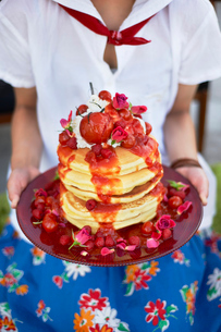 トマトジャムののった パンケーキタワーの写真素材 [FYI03124614]
