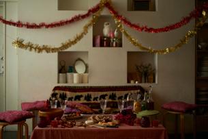 パーティの準備が整った部屋の写真素材 [FYI03124636]