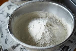 ふるった小麦粉の写真素材 [FYI03124894]