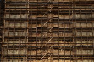 工事中のマンションの写真素材 [FYI03124956]