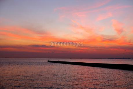 海と夕焼けの写真素材 [FYI03125410]