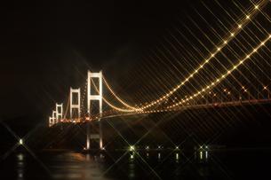 しまなみ海道 ライトアップ クロスフィルターの写真素材 [FYI03125450]