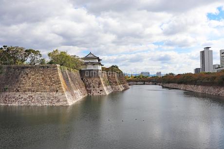 秋の大阪城の写真素材 [FYI03125477]