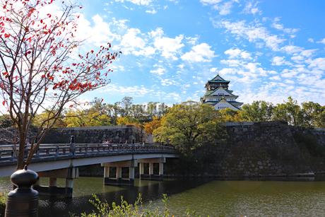 大阪城天守閣と極楽橋の写真素材 [FYI03125537]