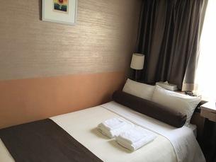 誰もいない昼間のホテルの部屋の写真素材 [FYI03125725]