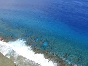 青い海の航空写真の写真素材 [FYI03125755]