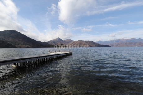 湖と山の写真素材 [FYI03125878]