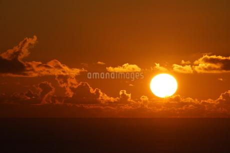 母島の夕焼けの写真素材 [FYI03125888]