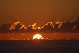 母島の夕焼けの写真素材 [FYI03125889]