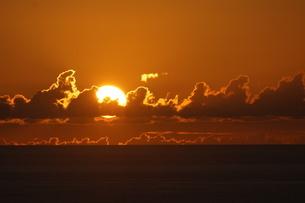 母島の夕焼けの写真素材 [FYI03125890]
