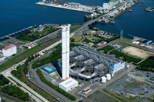 空撮 火力発電所の写真素材 [FYI03126181]