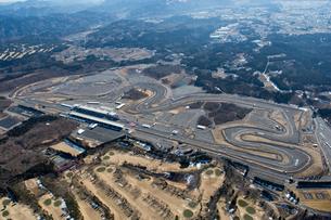 空撮 自動車 レース場 の写真素材 [FYI03126190]