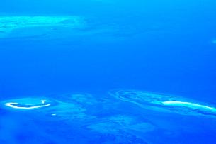 ニューカレドニア上空から見た環礁の写真素材 [FYI03126475]