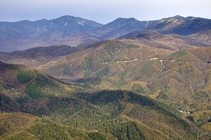鶏冠山から紅葉の山並みの写真素材 [FYI03126683]