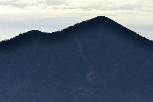 鶏冠山から大菩薩嶺を望むの写真素材 [FYI03126696]