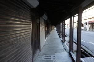 黒石市の長屋の写真素材 [FYI03126841]