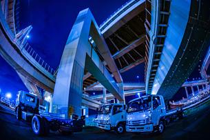 首都高速湾岸線・大黒ジャンクション(横浜市鶴見区)の写真素材 [FYI03126877]