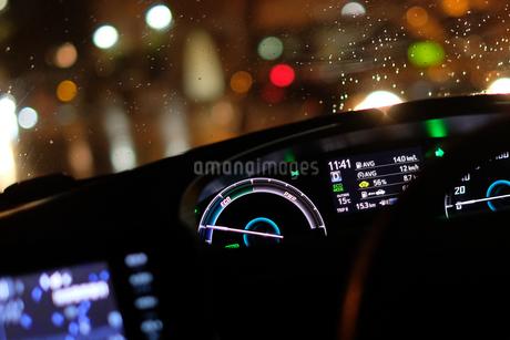 真夜中のドライブの写真素材 [FYI03126908]