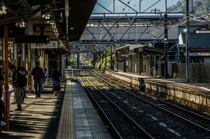 松田駅(御殿場線)のホームの写真素材 [FYI03126970]