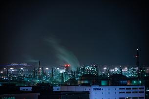 川崎マリエン(神奈川県川崎市)から見える京浜工業地帯の写真素材 [FYI03127025]