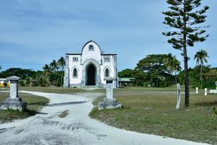 ニューカレドニア ムリ島のムリ教会付近ある建物の写真素材 [FYI03127268]
