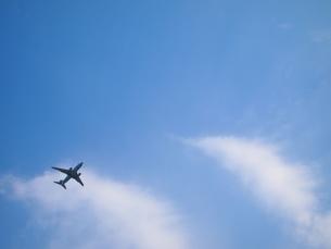 飛行機と青空の写真素材 [FYI03127288]