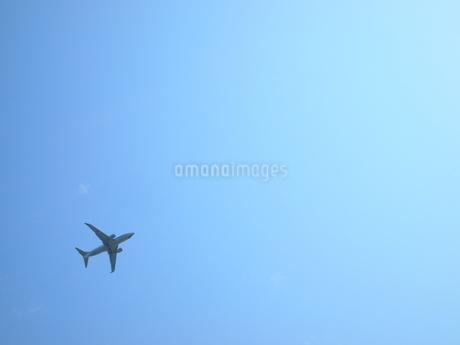 飛行機と青空の写真素材 [FYI03127289]