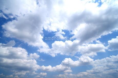 青空と雲の写真素材 [FYI03127339]