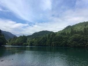 四万湖 四万ブルーの写真素材 [FYI03127481]