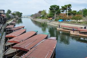 鵜飼舟の浮かぶ川の写真素材 [FYI03127519]