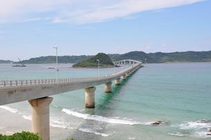 青空と角島大橋の写真素材 [FYI03127540]