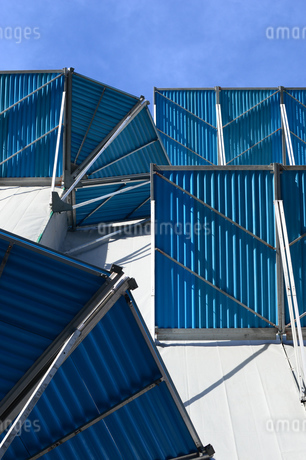 建築中のビルの落下防止器具の写真素材 [FYI03127602]