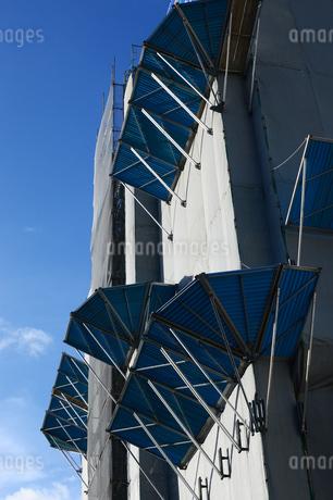 建築中のビルの落下防止器具の写真素材 [FYI03127604]