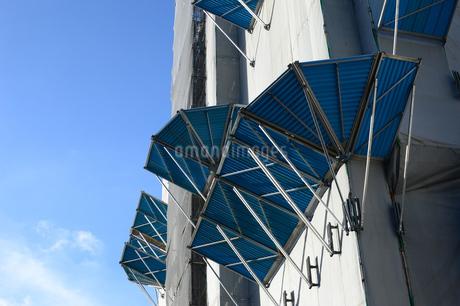 建築中のビルの落下防止器具の写真素材 [FYI03127605]