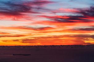 鳥海山から日本海の夕暮れの写真素材 [FYI03127668]